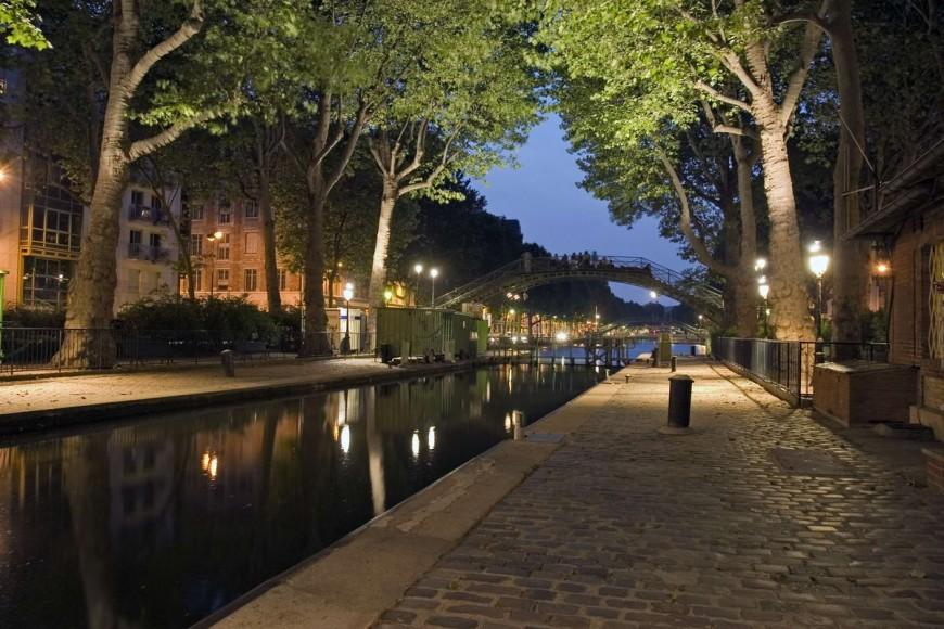 Canal Saint Martin Sous Les Arbres